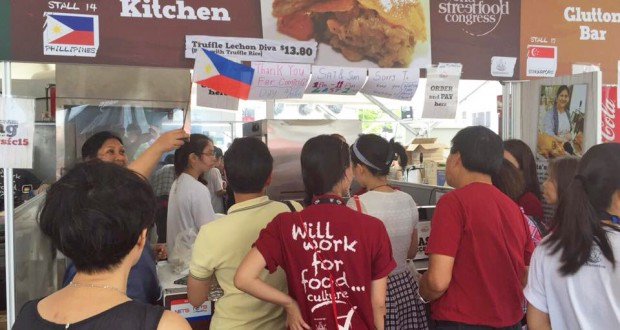 filipino-stall-lechon-in-world-streetfood-congress-singapore-2015
