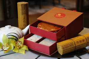 Gift box with Tikoy, Radish Cake and Taro Cake